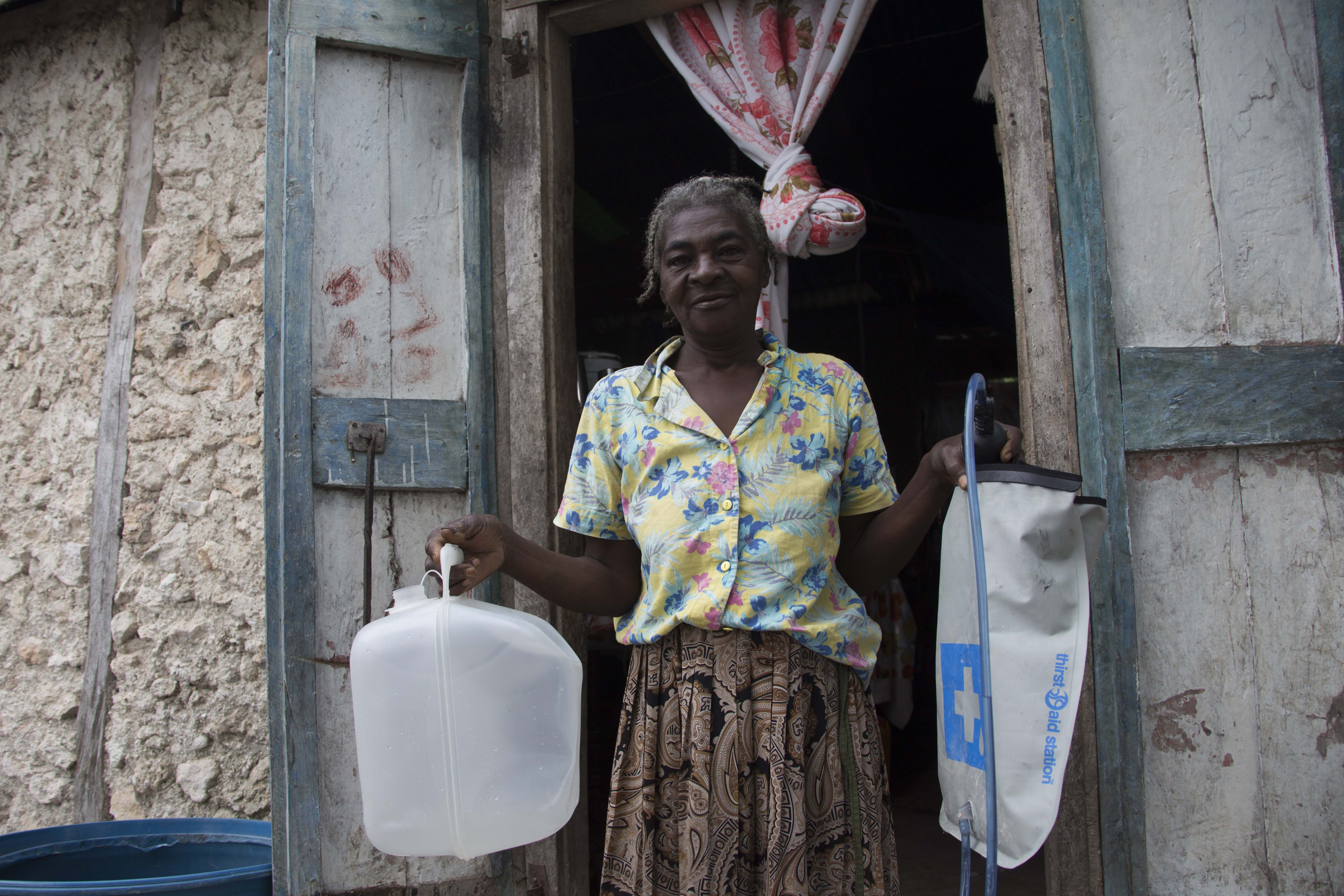 Jeanba with water filter and carrier