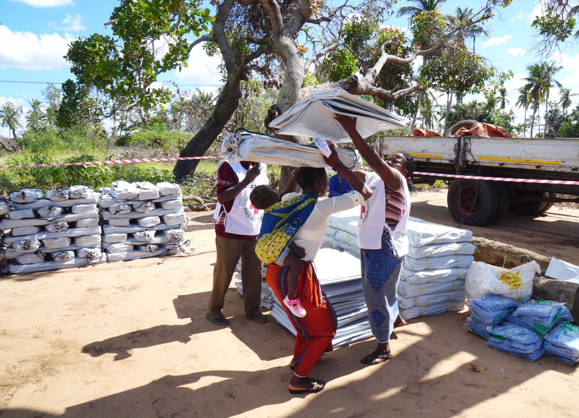 Stocking up supplies in Mozambique following Cyclone Dineo