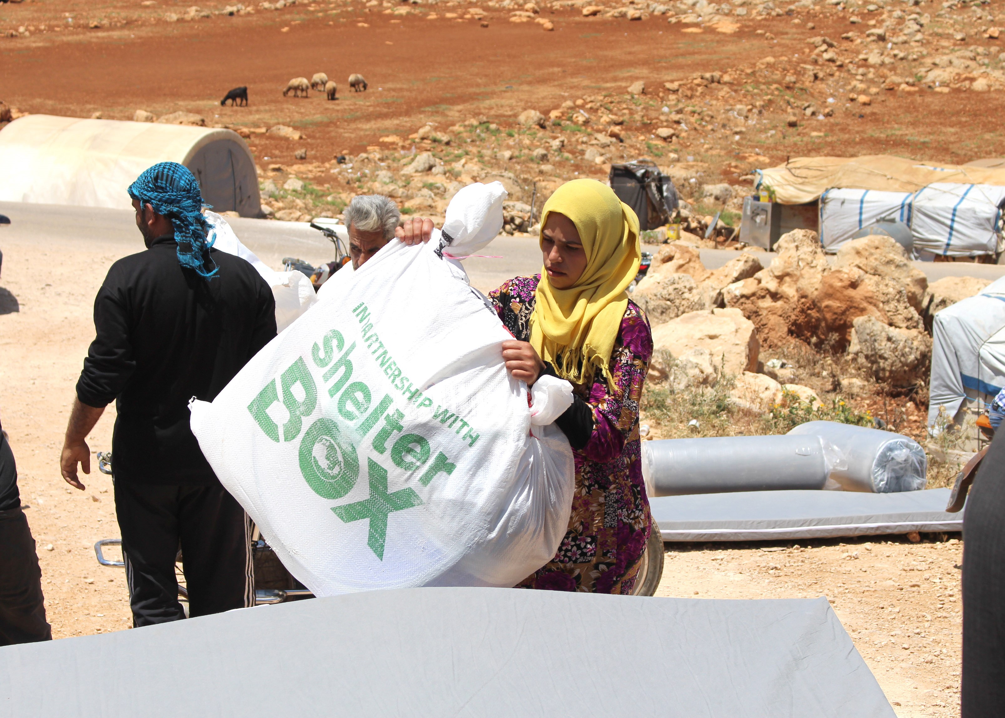 Working quickly to distribute materials in the Syrian desert